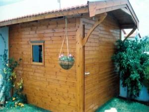 מחסן עץ בגינה